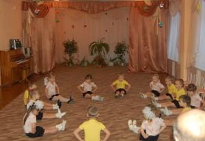 Мы вам будем помогать,Танцам разным обучать.
