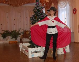 Кот - Я - Кот! В сапогах…!  Я главный распорядитель королевского бала. Сегодня король дает бал в сказочном королевстве в честь Нового года. Приглашены гости со всех сказок…