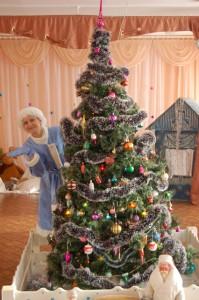 В доме все я прибрала, Елочку украсила, Теперь буду отдыхать И гостей не елку ждать.