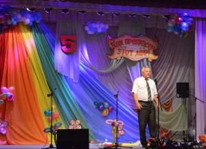 Открывает фестиваль начальник отдела образования