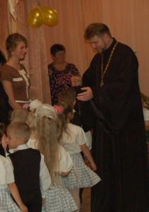 Дети с трепетом в душе и сердце ждут благословения