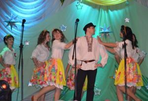 На сцене - танцевальный коллектив нашего дошкольного учреждения