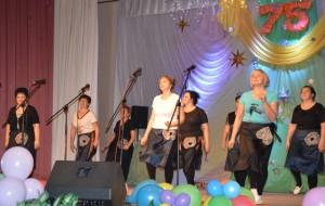 Для бывшей заведующей, ныне ветерана, Смирновой В.В. танцуют ее бывшие коллеги