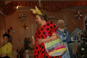 Нехочуха  - Повторяю для непонятливых – Я – великая и могучая волшебница Нехочуха!  Я не хочу играть, петь и танцевать! И вообще, заколдовала Деда Мороза!