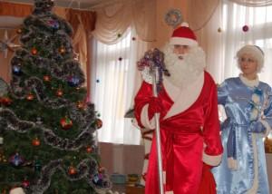 Дед Мороз - Здравствуйте, ребята! Здравствуйте, дорогие гости! Не пойму, как я оказался в самолете, который собирался улететь в Африку? Там ведь жарко, я бы растаял?!
