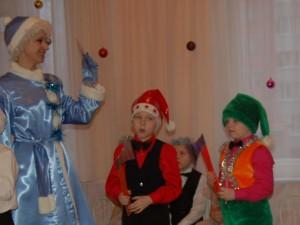 Снегурочка -  В детский сад на праздник Нам спешить пора! Приглашенье получила Я ещё вчера!
