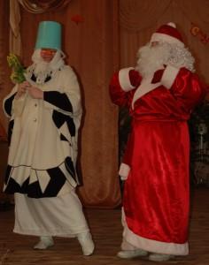 Баба – Ой, спасибо, дедуля, спасибо. Дед Мороз –  Я от радости напеваю И твой смех для меня награда. Так приятно, что, кажется, таю…