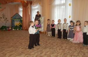 """Песня """"Мамочка, солнышко"""" Рад я спеть вам и сплясать - Я танцор удаленький. И хочу вам подарить Я цветочек аленький."""
