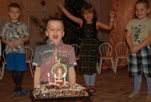 День рожденья шагнул на порог! А вот и наш именинный пирог!