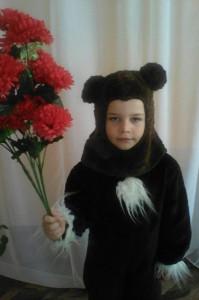 Медвежонок: Заблудился я в туманах,  у-ф-ф-ф! Я хотел нарвать тюльпанов  у-ф-ф-ф!
