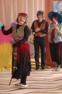 Петрушка и Барбос  (испуганно) – Зд-д-дравствуй, Ба-ба-ба Яга! Баба Яга  (увидев их) – А! Здрасьте, здрасьте! Петрушка – Откуда это ты взялась? Баба Яга  - Откуда, откуда… Из балагана!