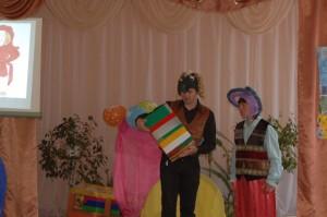 Пес Барбос – Мы с дружком моим Петрушкой Привезли для вас игрушки. Чтобы с ними вы играли, Песни пели, танцевали.