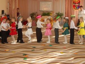 Нынче праздник Покрова наступил, Веселиться и петь пригласил.