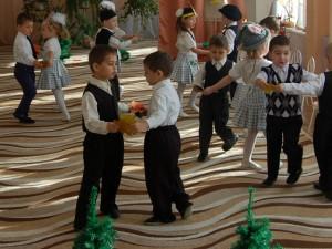Песня-танец «Листочек золотой»