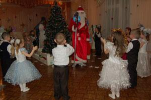 Дед Мороз -  Здравствуйте, детишки,  Девчонки и мальчишки! Здравствуйте зрители,  Дорогие родители!