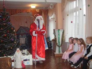 Дед Мороз - Я румяный, я веселый, Добрый дедушка Мороз Я ребяткам всем на праздник Елку из лесу принес.