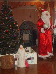 Дед Мороз - Есть у меня волшебный ком, И большая сила в нём.