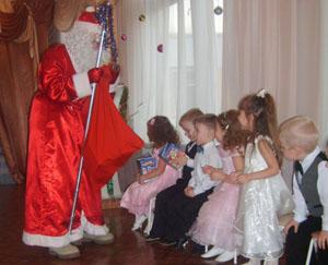 Дед Мороз - Вот и всё! А нам пора! Будьте счастливы, детвора!