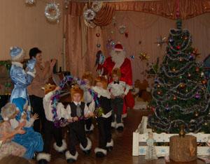 Дед Мороз - Привет вам, ребятишки,  Девчонки и мальчишки.
