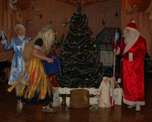 Баба Яга - Эх, ты, Дедушка Мороз, чуть подарки не унёс!