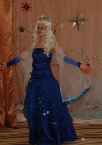 Снежная Королева: Я Королева ледяного царства. Я - повелительница снега, льда.