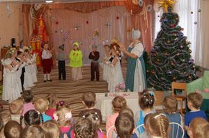 Конечно, порадовали! Маленькие зрители тепло приветствовали артистов после спектакля.