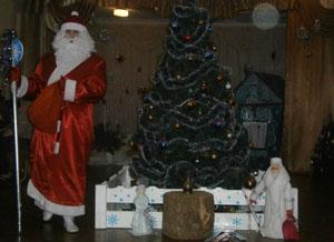 Дед Мороз - А где же моя Снегурочка? Внучка! Вот и я!
