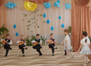 Танец с ведрками