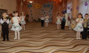 Колобок (обращается к ребятам) – Мне, ребята, помогите! Скорей на танец выходите.