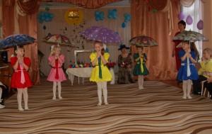 Шапокляк – Это что за передача?! Довели до слез, до плача. Слезы льются ручьем! Дети – А мы зонтики несем!