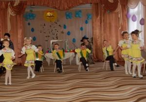 Танец с гармошками