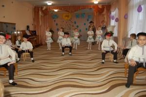 Танец с табуретками