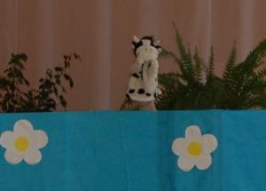 Кот -  А вы пока не скучайте. В игру «Корова» поиграйте.