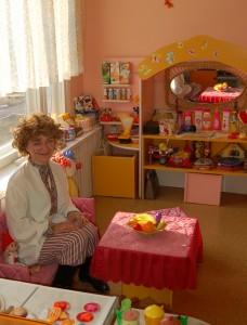 Кузя - Я спешил попасть в детский сад, Чтоб поздравить всех ребят. С днем рождения, с днем варенья И с веселым настроением
