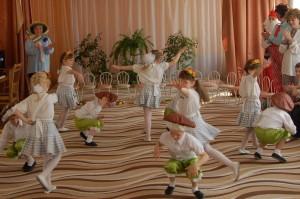 Танец грибочков Музыка Crazy Frog -- Crazy Jodeling