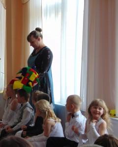 Фрекен Бок  -  Ну, чтобы махать руками, большого ума не надо. Мне непонятно, что у этих детей в голове, о чем они думают.