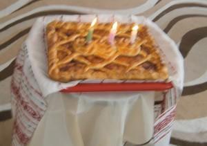 Лето - С днем рожденья поздравляю! И пирог я вам вручаю!