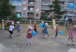 Весело пляшем и дружно играем!