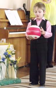 Мяч -  А я – весёлый пёстрый мяч. Я так люблю пуститься вскачь.