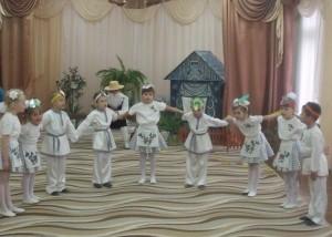 Огородная семейка, В танец, в танец поскорей-ка! Весело здесь!
