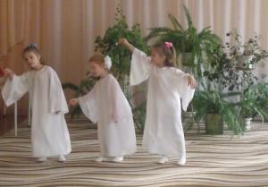 С неба Ангелы спустились И исполнят танец вам!