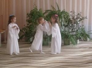 Танец ангелочков с колокольчиками