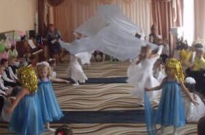 Танец «Под небом голубым»