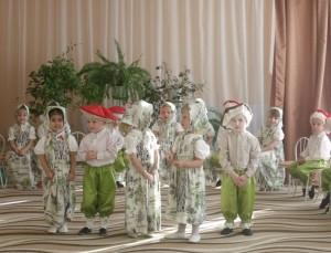 Мы любим петь и танцевать! Мы - дружные ребята! Всего милей нам детский сад, Да мамочка и папа!