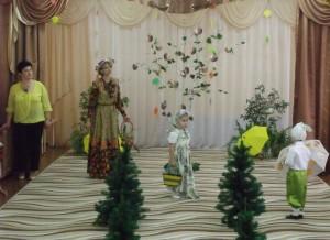 Девочка - Стой-ка, Заинька-дружочек, Проходи-ка в мой садочек. Всех зверюшек приглашаю, Яблочками угощаю.
