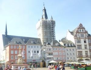 В «лесах» - церковь Санкт-Гангольф 1459 года (построена горожанами тоже как бы в противовес архиепископским сооружениям)