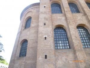 В раннем средневековье - королевский дворец, в 12в. - дворец епископа. Полностью встроенный в 17 веке в замок курфюрста зал был по решению короля Пруссии Фридриха-Вильгельма IV переоборудован в 1846 — 1856 гг. в евангелическую церковь Спасителя.