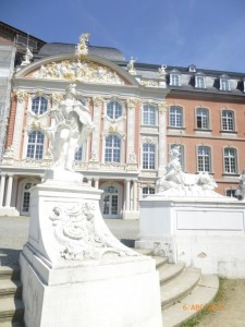Барочный сфинкс у дворца курфюрста