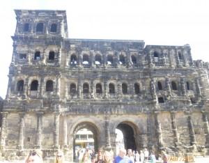 Порта Нигра или Черные ворота - вход в древнейший город Трир