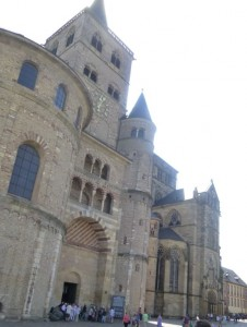 Трирский кафедральный собор и церковь Богоматери - второе по важности здание в городе, который наряду с городской церковью Либфрауэнкирхе был внесён в список ЮНЕСКО в 1986 году.